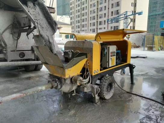 细石混凝土泵施工现场